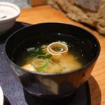 魚魯魚魯 - 麩、わかめ、ねぎのみそ汁