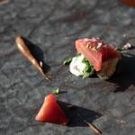 和歌山県 鰹と山菜のラビゴットソースと黒ニンニクソース
