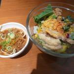 roan - 極醤油ラーメン、サラダ