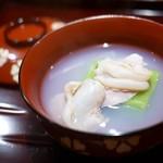 豪龍久保 - お椀 蛤と紀州うすい豆豆腐、花びら新生姜
