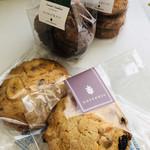 NOVEMBER - 持ち帰りのお菓子 クッキー大1つ300円、袋入り400円