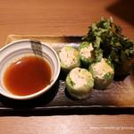 koshitsuizakayatorijuubee - 蒸し鶏とアボカドの生春巻き580円