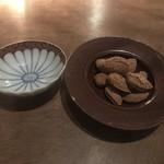 マイモン博多 - 殻付きナッツ