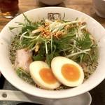 喜多方ラーメン坂内 - ピリ辛香ばし塩ラーメン(780円)+味付玉子