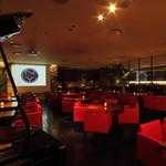 ニューヨークカフェ - 落ち着いた照明のシックな店内