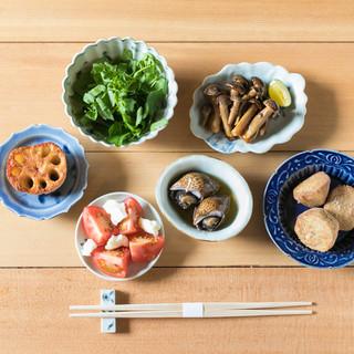 素材の力を感じて頂けるように、シンプルな調理のみの小料理