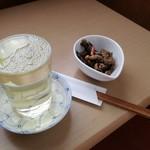 うどん弥 根古坂 - 日本酒とサービスの小鉢♪