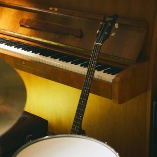 現代の音楽シーンを支えるプロミュージシャンによる生演奏な空間