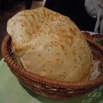 イスタンブール スルタン - パンはナンとは違いあっさり系