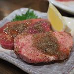 ホルモン本舗 昭和館 - 厚切りタン