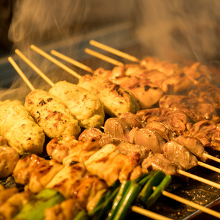 職人技で焼き上げる本格炭火焼鶏