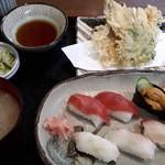 市場食堂 - 料理写真:おまかせ握り1100円+穴子天ぷら850円