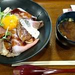 105096526 - ローストビーフ丼