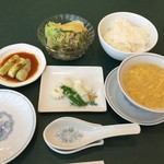 馨林 - ランチ(サラダや香の物、スープ等)の基本セット