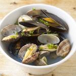パステリア地中海 - あさりとムール貝の白ワイン蒸し