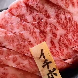 お肉料理によく合う日本酒やお肉専用黒ワインをご用意