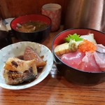 105110308 - 銀むつ煮つけと海鮮丼