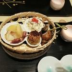 105115385 - 中央の芋は里芋です