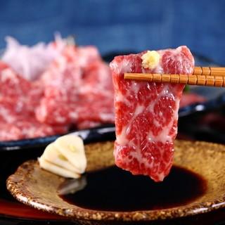 甘みのある新鮮な馬肉を使用した『熊本産馬刺し』
