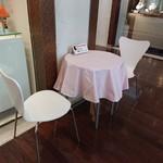 ストリーマーコーヒーカンパニー - 特設のテーブルと椅子