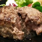 105127018 - 仙台牛燻製ハンバーグ @1600円                       断ち割ると肉汁が溢れます(^^)♪