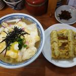 恵味うどん - ごぼう天うどん650円+玉子とじ100円。