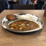 スルエシー - 野菜カレー(税別500円)チキン(税別200円)