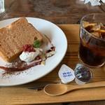 105142356 - ケーキセットの桜シフォンケーキ
