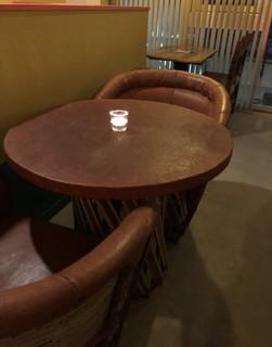 クイシェ メスカレリア - テーブル2名様席
