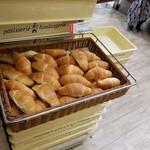 Donku - レジ前に美味しそうな焼き立てパンを置かないで欲しい。(笑)