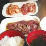 神保町食肉センター - スタート時 Aセット&Cセットと、ライス&スープ&オニオンスライス