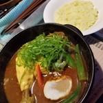 天竺 - 北海道チキンカレー+おくら+プロセスチーズ 1110円