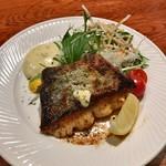 家庭料理 まさき - 鮭のムニエル 800円