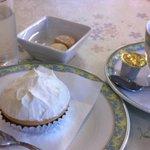 ブルージュ - レアチーズ280円 アメリカンコーヒー380円(ケーキセット…お好きなケーキ+ドリンク※50円引き)