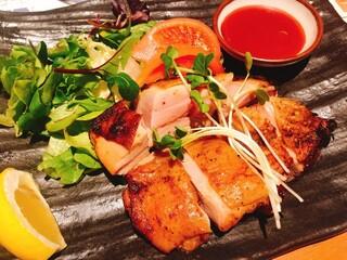 土佐清水ワールド 三宮生けすセンター - 四万十鶏の香草焼き 1180円