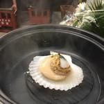 駅前一丁目二百十一番地酒場 - お通し¥300(税別)。 選択した海鮮を蒸し焼きして頂きます。