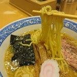 中華そば 青葉 - 麺アップ
