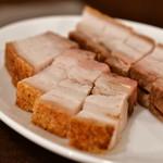 錦福 香港美食 - 皮付き豚バラ肉の焼き物@1,800円