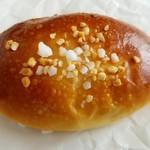 105167156 - クリームパン(190円)