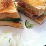 Lila - 塩豚とたっぷりしゃきしゃき野菜のサンド