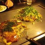 ボンボン - 奥:肉玉にネギ、Wチーズトッピング