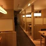 hakataunagiyafujiuna - 白木の店内