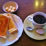あい - コーヒー(380円)、モーニング(バター&イチゴジャムトースト)