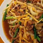 紅梅軒 - 料理写真:牛肉の細切りのニンニクの芽炒め