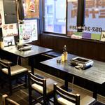 タレ自慢 骨付きカルビ専門店 テッパンマルキム - 黒を基調とした落ち着いた雰囲気