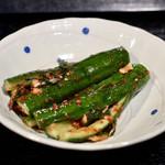 タレ自慢 骨付きカルビ専門店 テッパンマルキム - オイキムチ