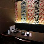 本格水炊きと博多もつ鍋 地鶏と九州料理 居酒屋 鳥邸 - 和モダンな店内