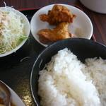 10519218 - ご飯、サラダ、唐揚げ