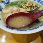 105193200 - コクのある豚骨スープ