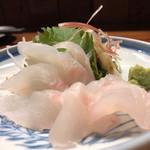 串焼 錦江 - もくじの刺身。付け合わせにミョウガまでちゃんとつく細かさ